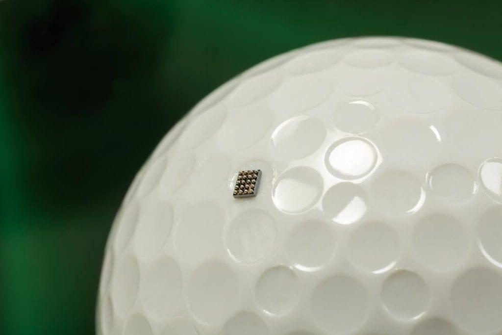 מעבד של ARM על כדור גולף, להמחשת גודל