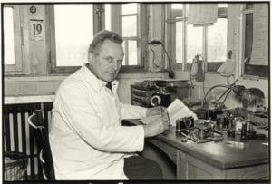 אוסקר ברנק במעבדתו