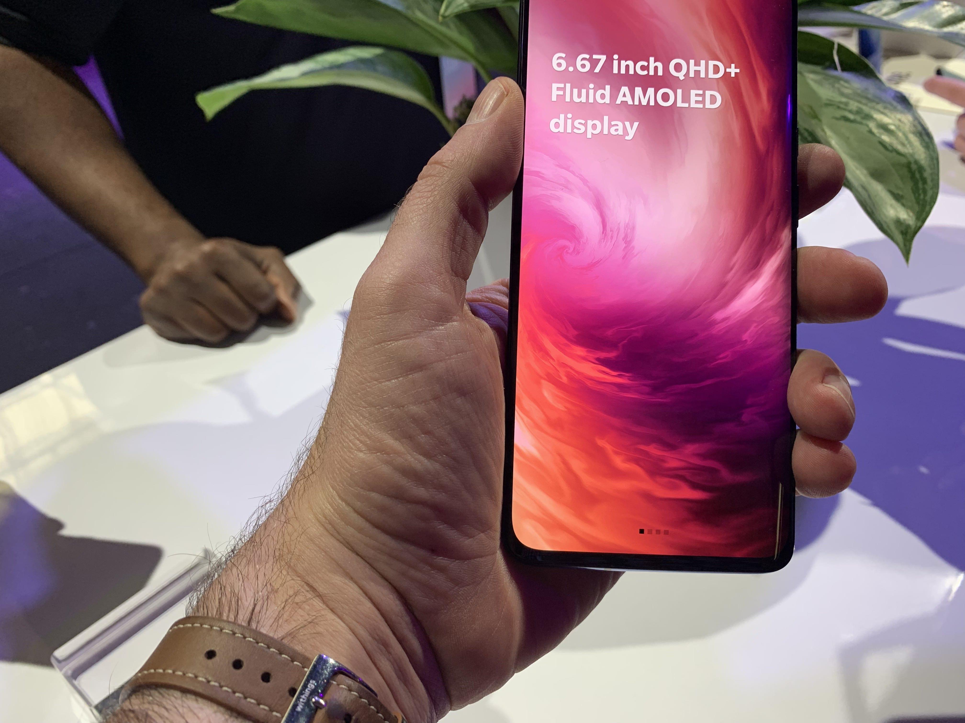 מסך עצום של 6.67 אינץ' ל-OnePlus 7 פרו