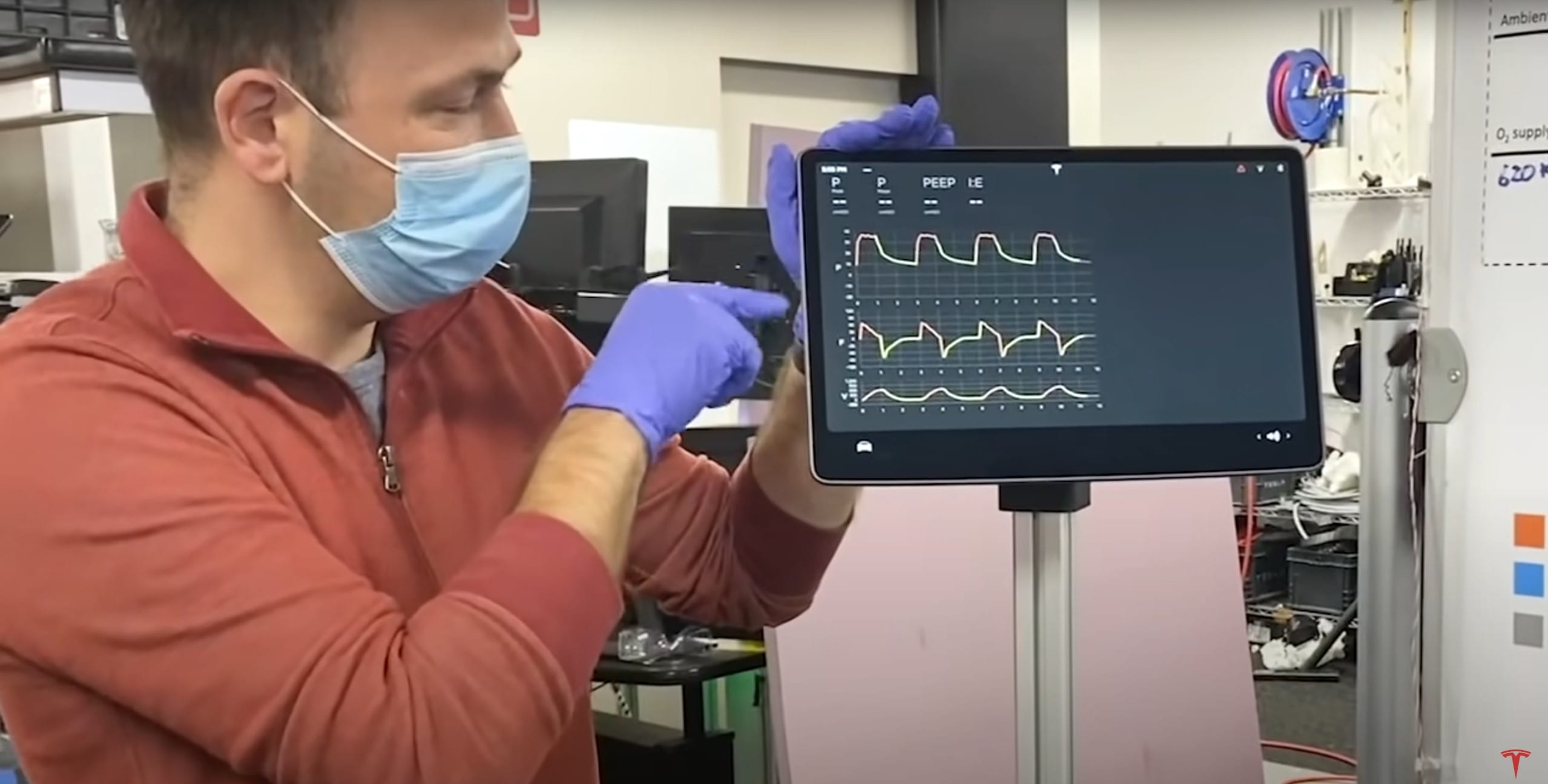 מהנדס של טסלה מציג אבטיפוס של מכונת הנשמה