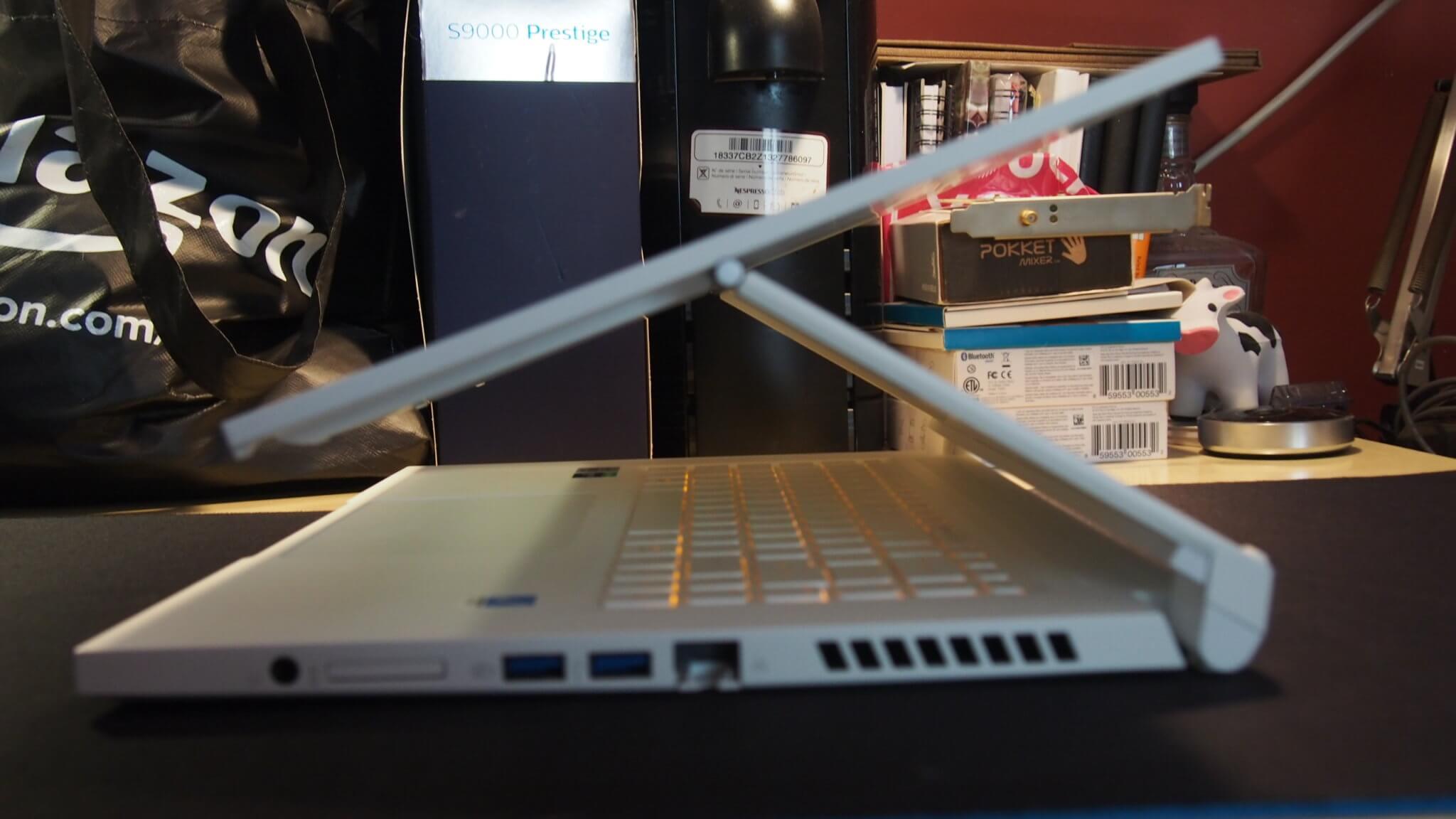 ConceptD Ezel המחשב עם המסך המרחף