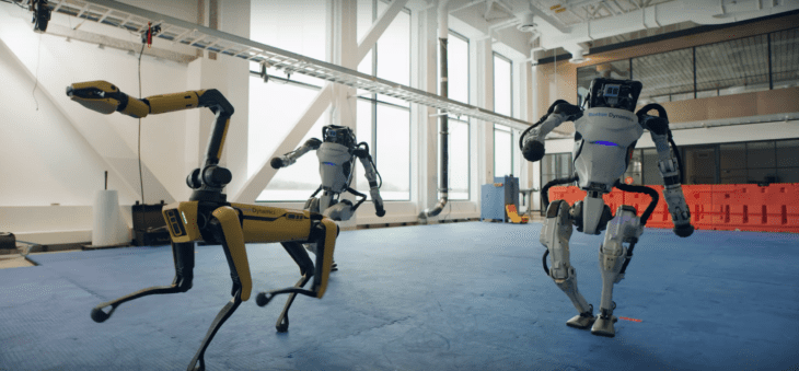 אטלס וספוט הרובוטים של בוסטון דיינמיקס רוקדים
