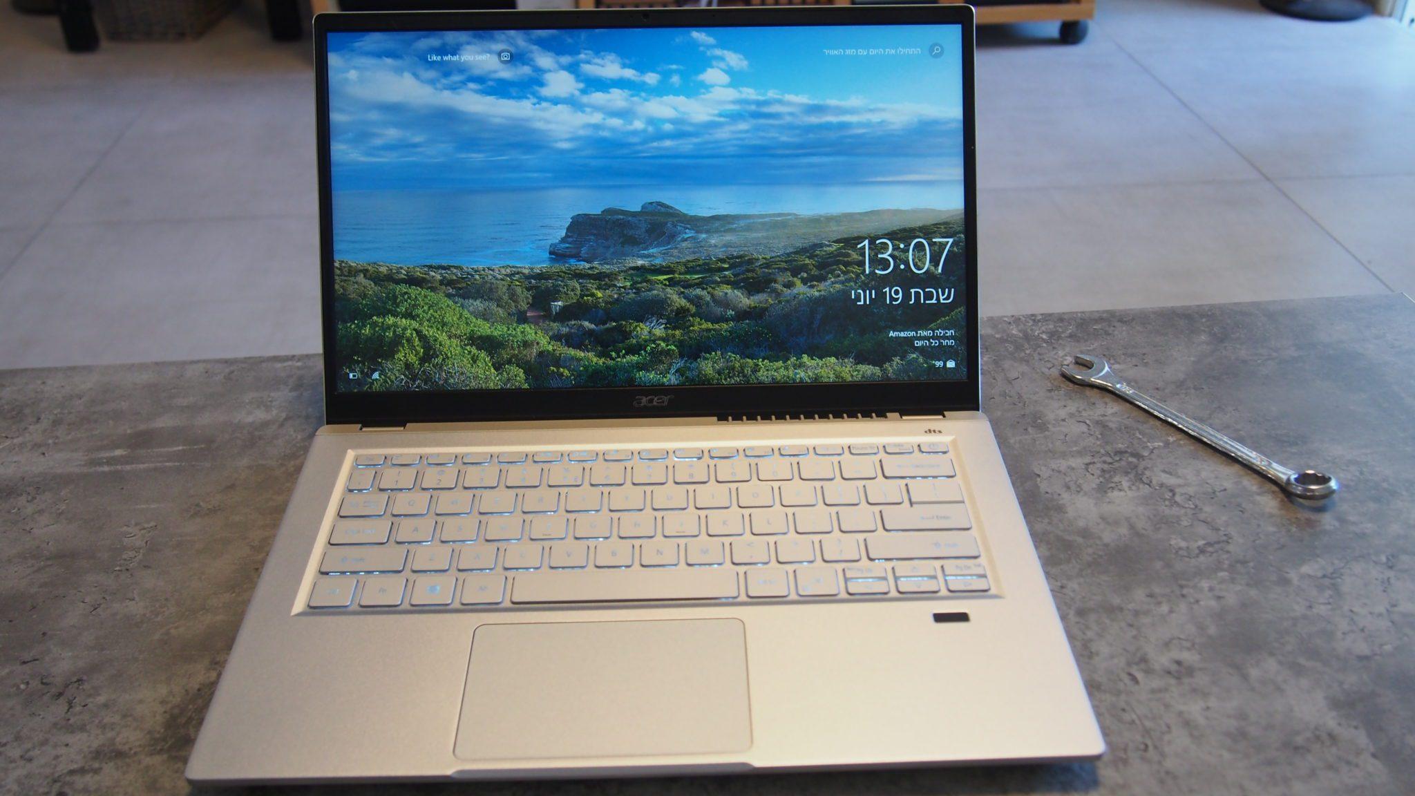 Acer SwiftX מבט מהחזית