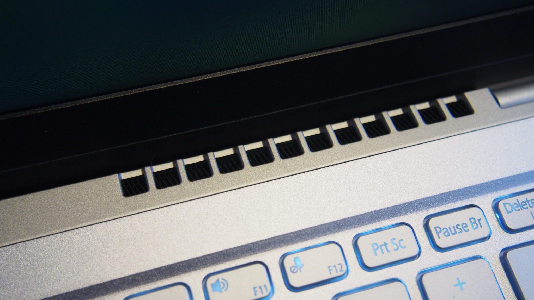 פתחי הפליטה של Acer SwiftX