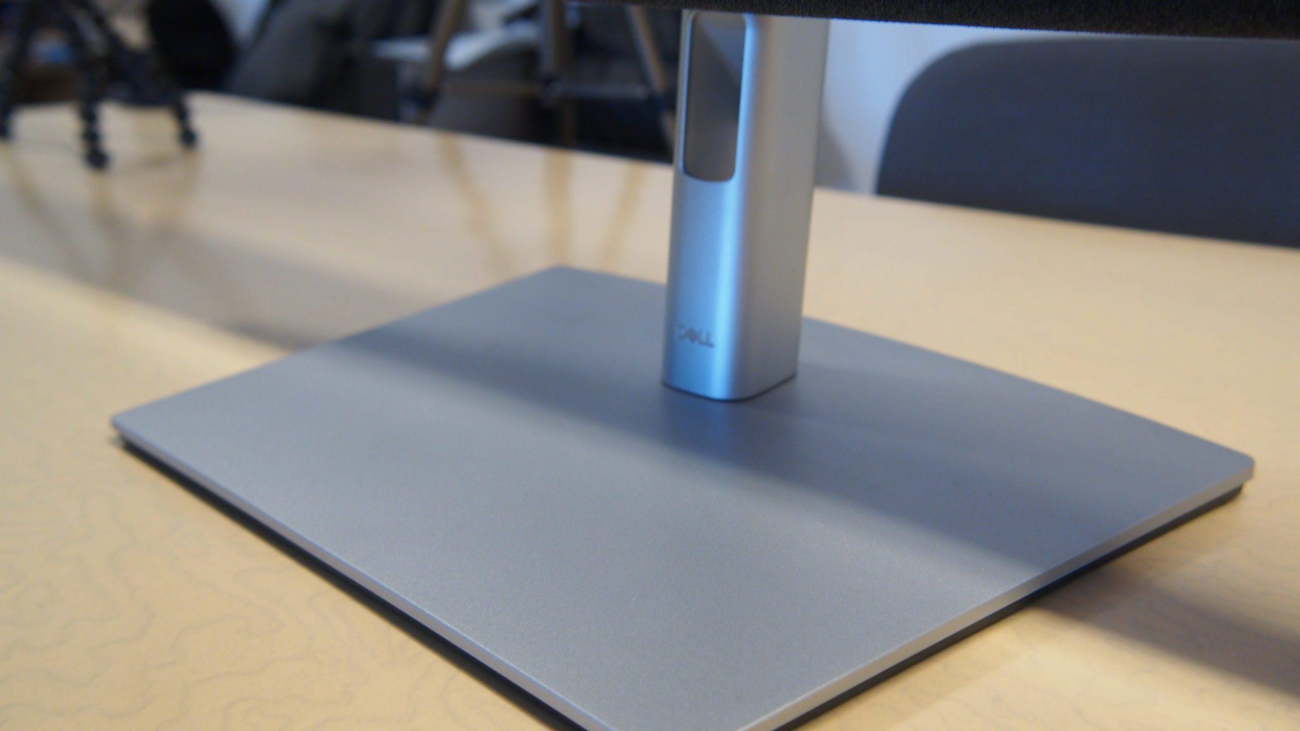 הבסיס של Dell C2722DE