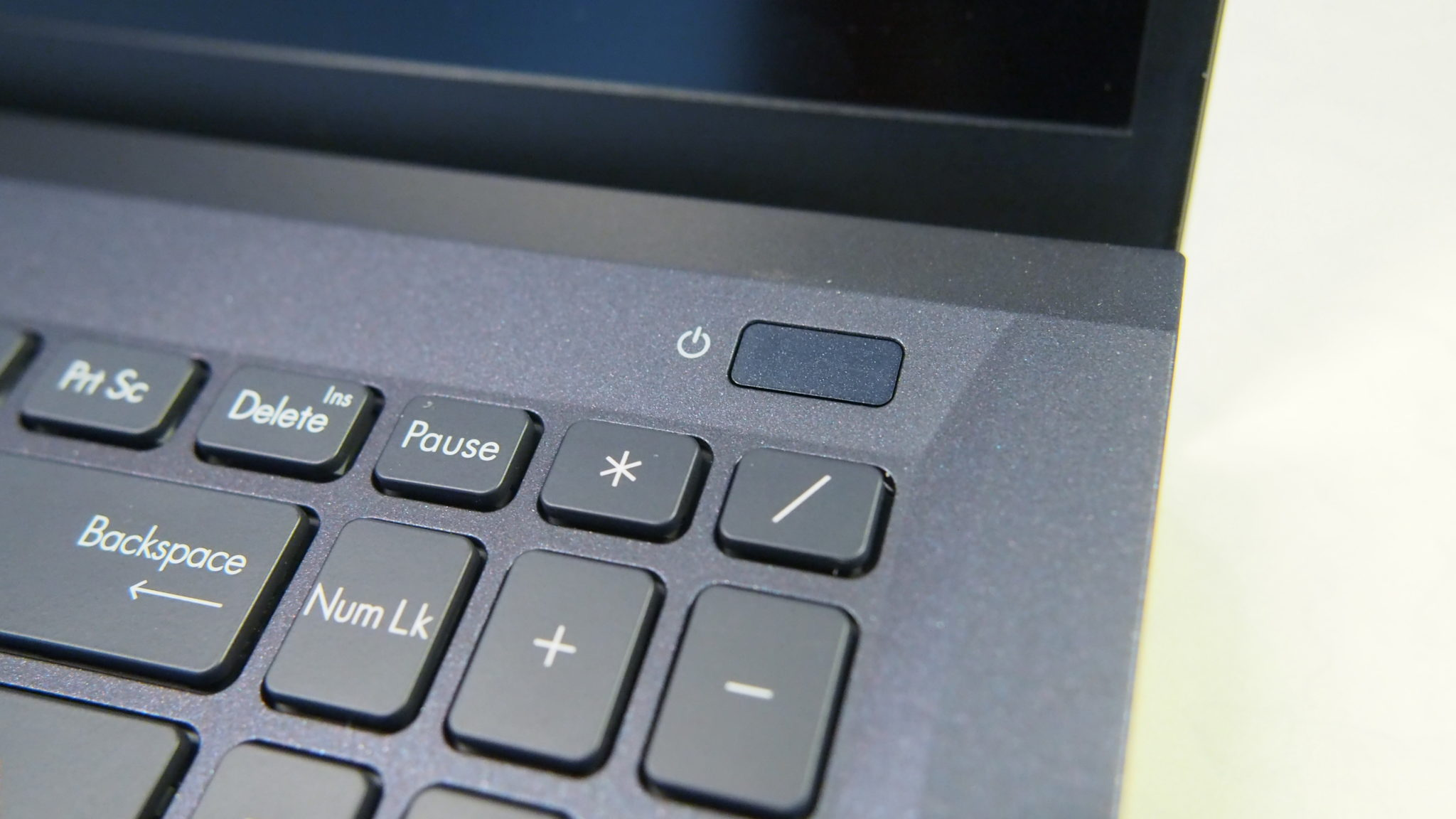 Asus ExpertBook B1